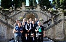 19 - Gli studenti dell'Alberghiero di Casargo con organizzatori e chef