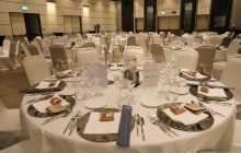 01 - La sala dell'Hotel Excelsior Gallia allestita per la cena di gala.